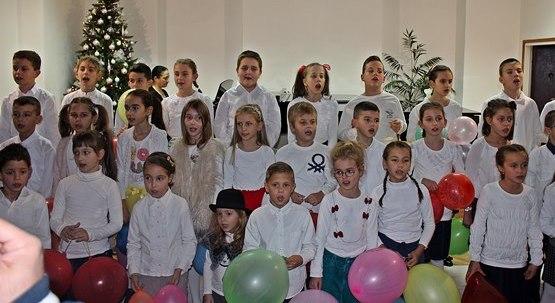 Leutar.net Најмлађи ученици Музичке школе приредили концерт у част Никољдана