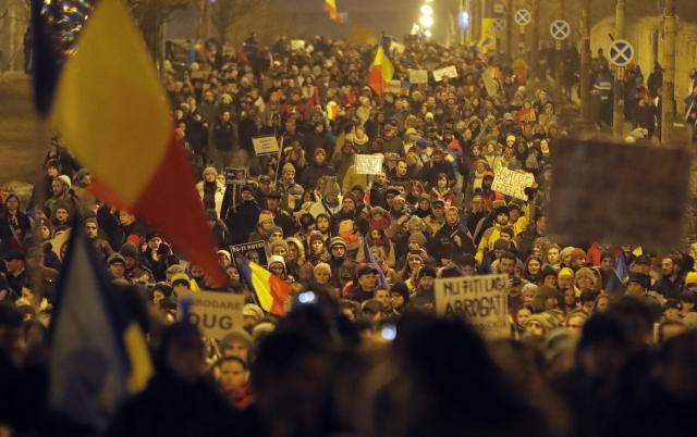 Leutar.net Narod pobijedio u Rumuniji: Sporna uredba povučena