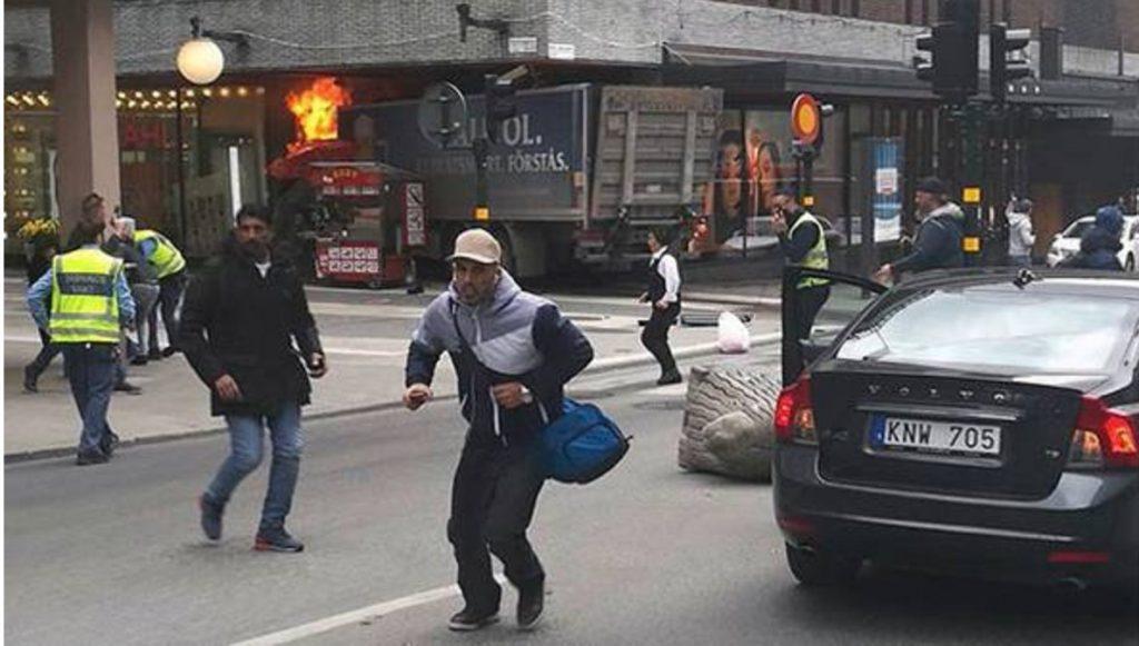 Leutar.net Kamion uletio među pješake, troje mrtvih. Policija strahuje da će broj žrtava biti veći.