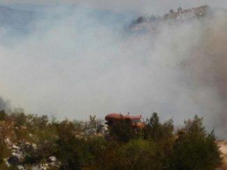 Leutar.net U Berkovićima vatra došla do sela, slijedi neizvjesna noć