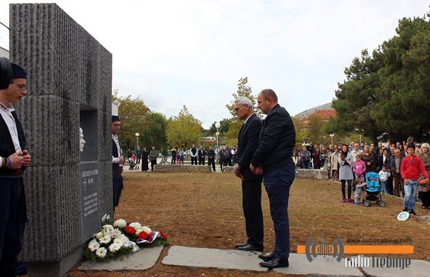 Leutar.net Otkriven spomenik Aleksandru Masleši (FOTO)