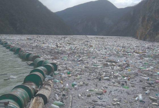 Leutar.net Strašni prizori smeća u Drinskom jezeru kod Višegrada
