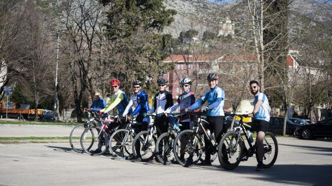 """Leutar.net Biciklistički klub """"Leotar"""" u posjeti manastiru Zavala FOTO"""