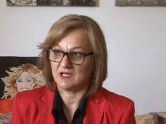 Leutar.net Lela Vuković svoje emocije prenosi na platno