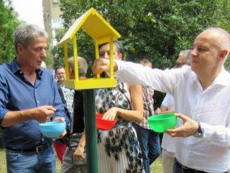 Leutar.net Gradonačelnik Beograda na postavljanju tri kućice za vrapce