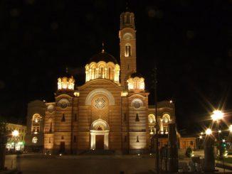 Leutar.net Banja Luka: Policija naredila građanima da napuste portu crkve