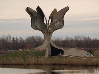 """Leutar.net SKANDALOZNA KNJIGA PREDSTAVLJENA U ZAGREBU """"U Jasenovcu su logoraši umirali prirodnom smrću, zbog bolesti, i bili su uglavnom HRVATI"""""""