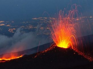 Leutar.net Italija: Etna izbacuje užarenu lavu