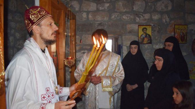 Leutar.net U ime pokojnog Žarka Vučića, porodica i prijatelji obnovili crkvu