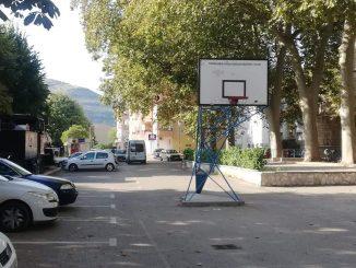 Leutar.net Na zahtjev roditelja na Ložioni smanjen teren za basket (FOTO + VIDEO)
