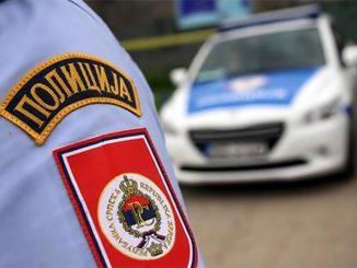 Leutar.net Policajac završio u bolnici nakon što je patrola u kafiću zatekla stotinu ljudi, dvoje uhapšeno