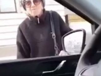 Leutar.net Baku Oliveru zaustavila policija usred bijelog dana. Njen odgovor zašto je vani je sjajan (VIDEO)