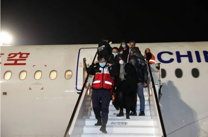 Leutar.net SOLIDARNOST NA DJELU: Kineski doktori stigli u Rim (FOTO)