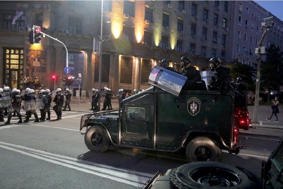 Leutar.net Kako vlast preuzima spontani narodni protest ili igra amatera i profesionalaca