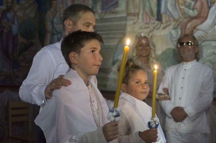 Leutar.net Rodoljub Drašković u Petropavlovom manastiru krstio sinove (Foto)