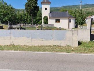 Leutar.net Komšijska solidarnost - Hrvati prekrečili pogrdni natpis na zidu pravoslavne crkve