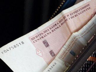 Leutar.net Higijeničarka prima platu od 475 KM dok ministar kome čisti kancelariju prima platu od 10.000 KM!