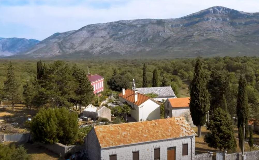 Leutar.net Manastir Duži - graničnik između Istoka i Zapada