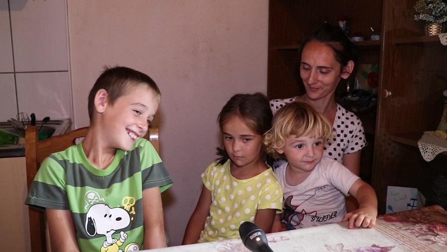 Leutar.net Dvije kuće desetoro djece – Zahvaljujući Milovićima i Bratićima Brestice su živo selo (VIDEO)
