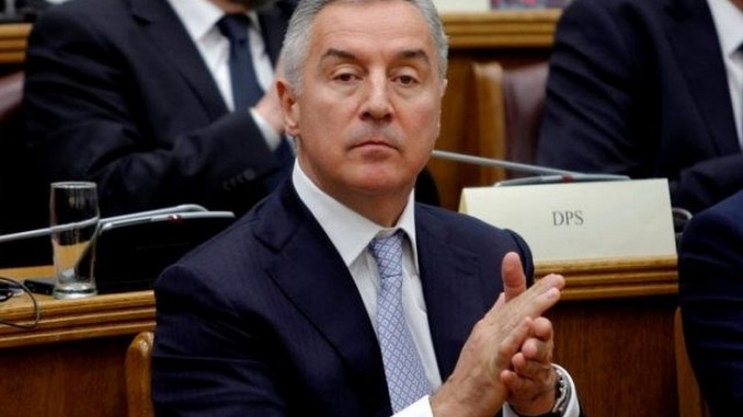 Leutar.net Đukanovićevi ljudi rasprodaju imovinu i bježe iz Crne Gore