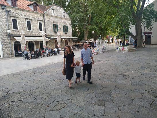 Leutar.net Princ Filip Karađorđević sa porodicom u Trebinju