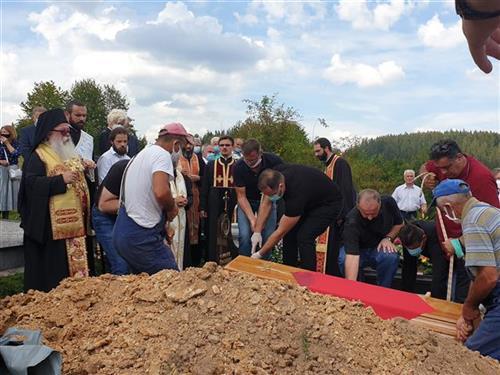Leutar.net Sahranjen Momčilo Krajišnik na groblju Pribanj kod Pala