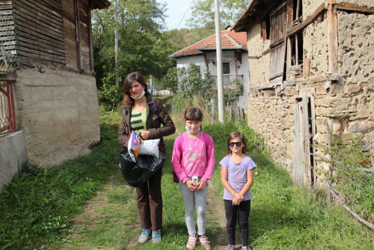 """Leutar.net Vidosava Jovanović hrabro trpi nemaštinu da bi školovala tri unuke: """"Nemam više, a srce mi se cijepa"""""""