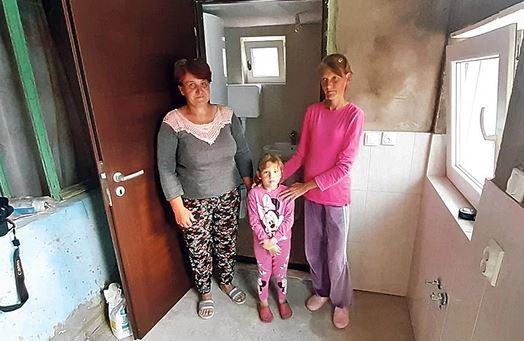 Leutar.net SAN OVE DJEVOJČICE SE OSTVARIO Viktorija (4) nije maštala o igračkama, već da ima kupatilo i da se njena MAMA NE MUČI