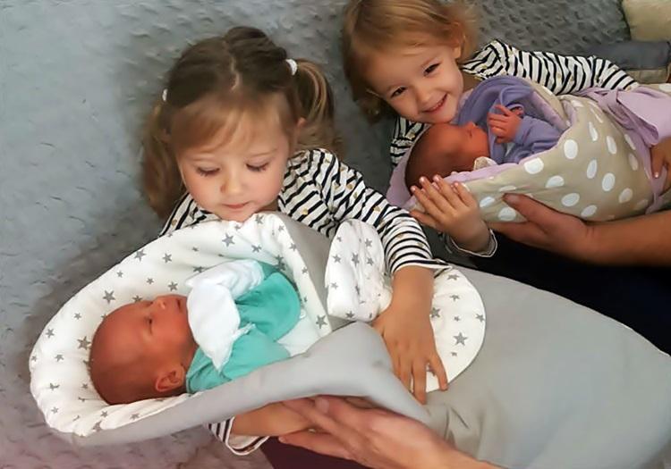 Leutar.net KUĆA PUNA SREĆE NAKON DECENIJE BORBE: Milijan i Sandra Mijanović dobili četiri bebe iz dva pokušaja vantjelesne oplodnje