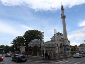 Leutar.net GEST ISLAMSKE ZAJEDNICE ZA DIVLJENJE I u banjalučkoj Ferhadiji odata pošta patrijarhu Irineju (FOTO)