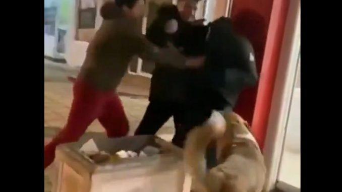 Leutar.net Užasi vršnjačkog nasilja: Tukli dječaka u Baru VIDEO