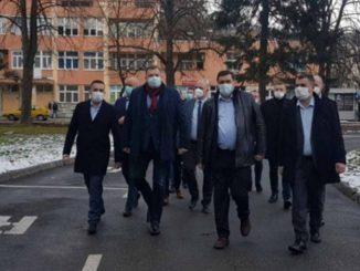 Leutar.net Iako okružen ljudima iz mješovitih brakova, Dodik se narugao drugima