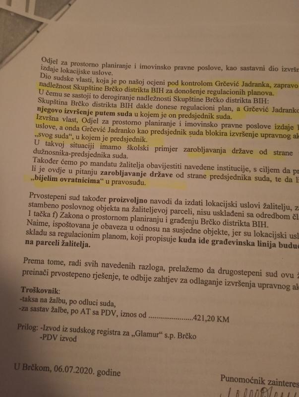 Leutar.net Sve zbog susreta na rampi: Službeni parking suda u Brčkom zabranjen i advokatima