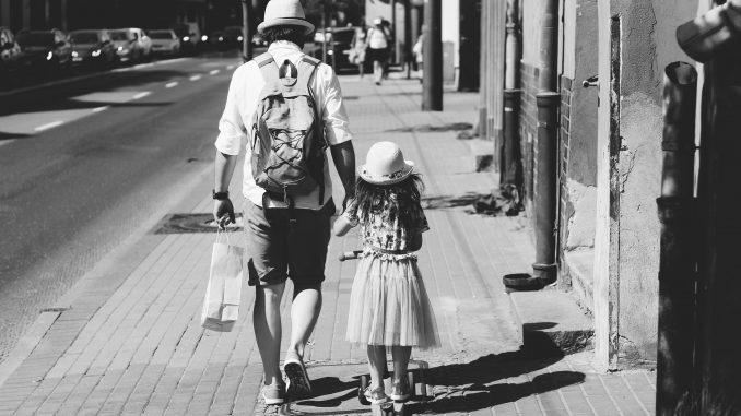 Leutar.net Dobar otac nije onaj koji zarađuje puno novca, već onaj koji ne napušta svoju porodicu
