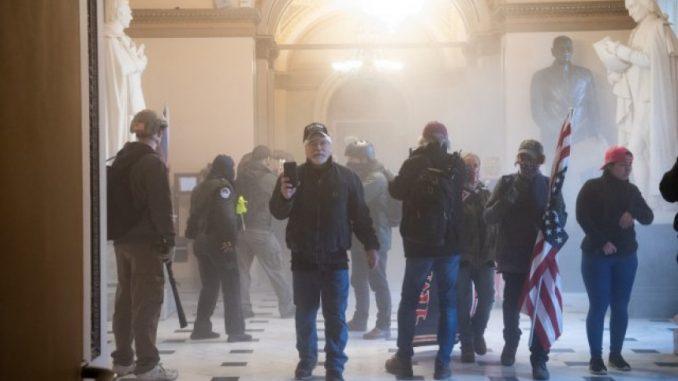Leutar.net VAŠINGTON: Trampove pristalice upale u zgradu Kongresa, došlo do pucnjave (VIDEO)