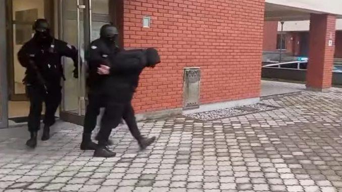 Leutar.net Pogledajte sprovođenje pripadnika Škaljarskog klana koji su uhapšeni na Jahorini (VIDEO)
