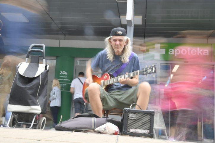 Leutar.net Čuveni muzičar iz Kneza mora u zatvor zbog sviranja na ulici