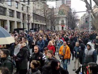 Leutar.net Protest u Beogradu zbog mjera protiv korona virusa (VIDEO)