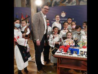 Leutar.net Vučić k'o Tito: Djeca mu pjevaju za rođendan, a TV prenosi