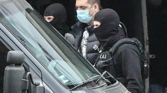 Leutar.net MILIONI ZAKOPANI U TEGLAMA NA PLANINI! Klan Velje Nevolje sakrio gomilu novca po cijeloj Srbiji?