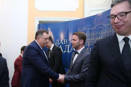 Leutar.net RUKOVANJE LJUTIH RIVALA Dodik čestitao Stanivukoviću, gradonačelnik odgovorio objeručke (FOTO)