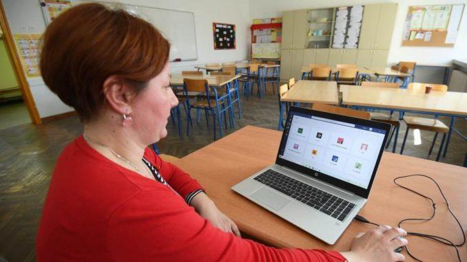 Leutar.net Krizni štab prelomio – đaci ne mogu u škole, ali mogu u tržne centre