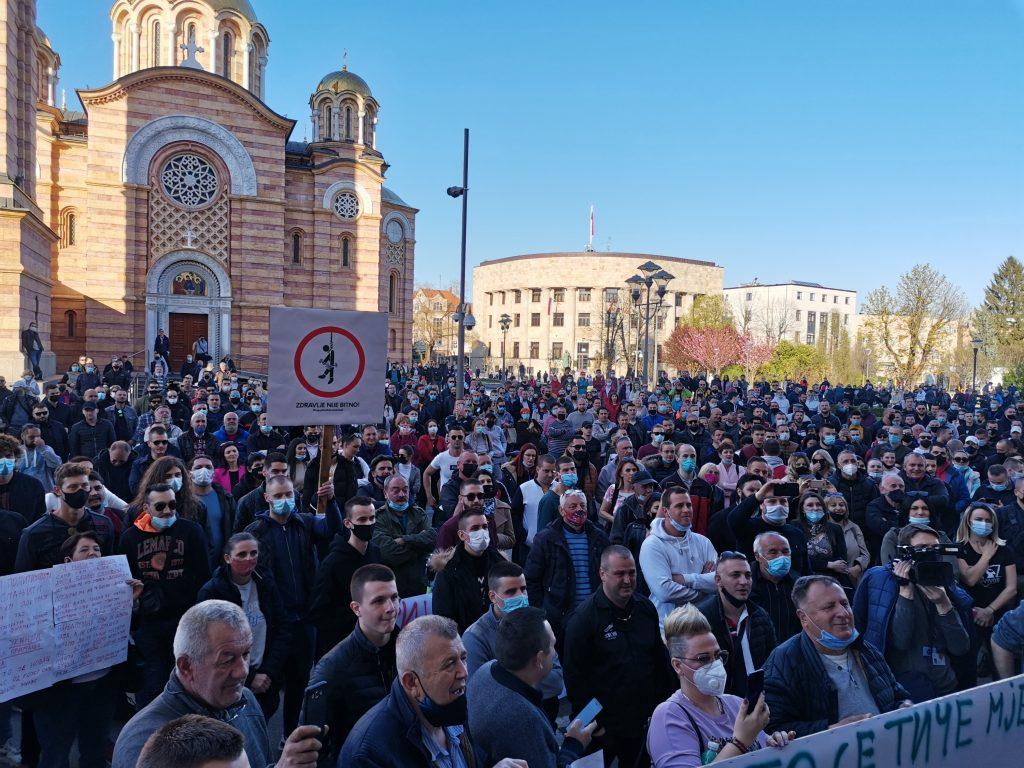 Leutar.net Protest u Banjaluci: Stanivuković se obratio okupljenima (FOTO)