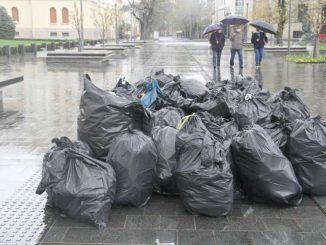 Leutar.net SNSD blokirao grad, pa njihovi aktivisti čiste smeće
