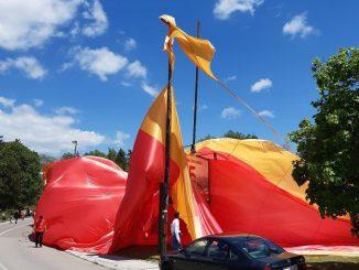 Leutar.net (FOTO i VIDEO) Pocijepana najveća crnogorska zastava