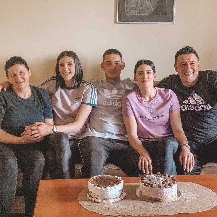 Tijana, Vuk i Dajana Bošković sa roditeljima