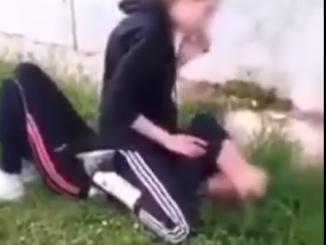 Leutar.net Učenica tukla i ponižavala vršnjakinju dok su druga djeca snimala mobilnim