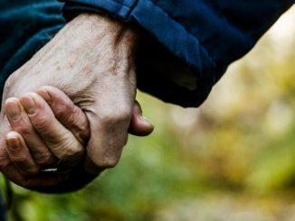 Leutar.net OGLAS: Roditelji na prodaju - otac 68, majka 66 godina! Cijena povoljna!