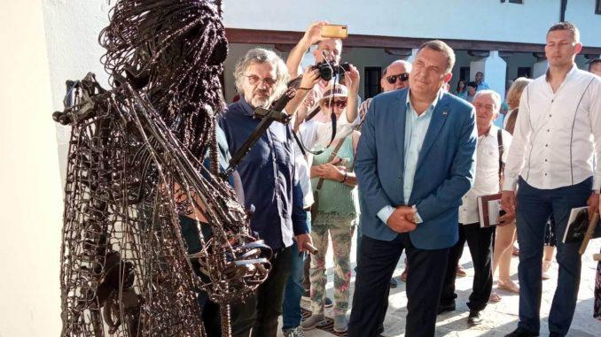 Leutar.net U Andrićgradu otkriven spomenik Patrijarha Pavla