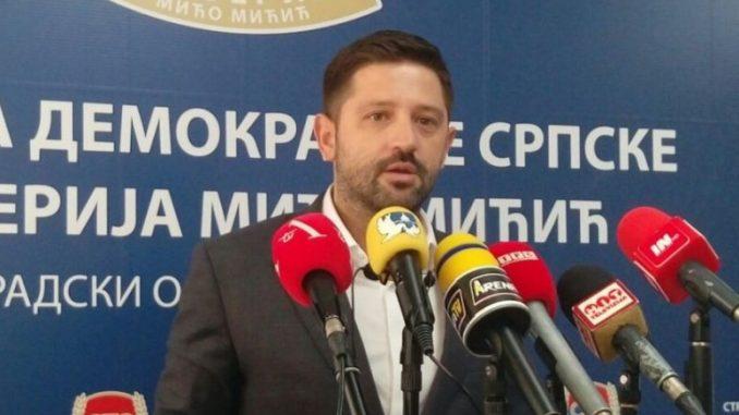 Leutar.net I poslanik Darko Mitrić nagrađen foteljom za izdaju SDS-a